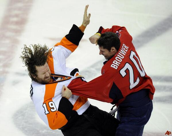 There are no awesome photos of Troy Brouwer punching Umberger ...yet. http://t.co/aFQ8jLxbbI