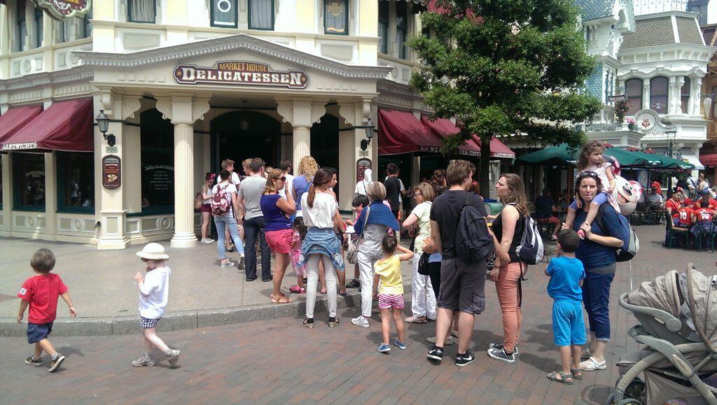 L'organisation de la restauration à Disneyland Paris - Page 4 Bq0HImlIMAATxZX