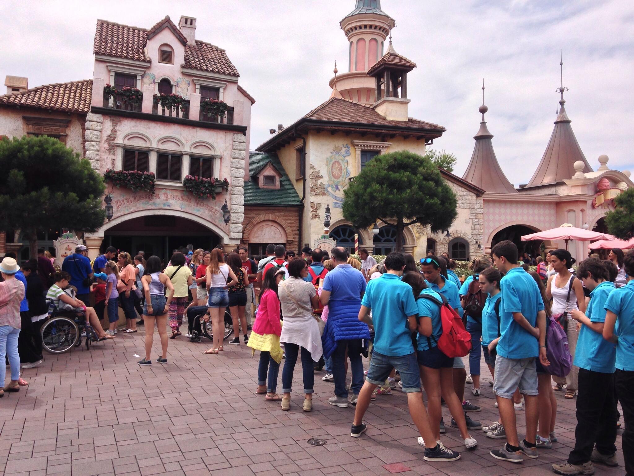 L'organisation de la restauration à Disneyland Paris - Page 4 Bq0POkACQAE9Oak
