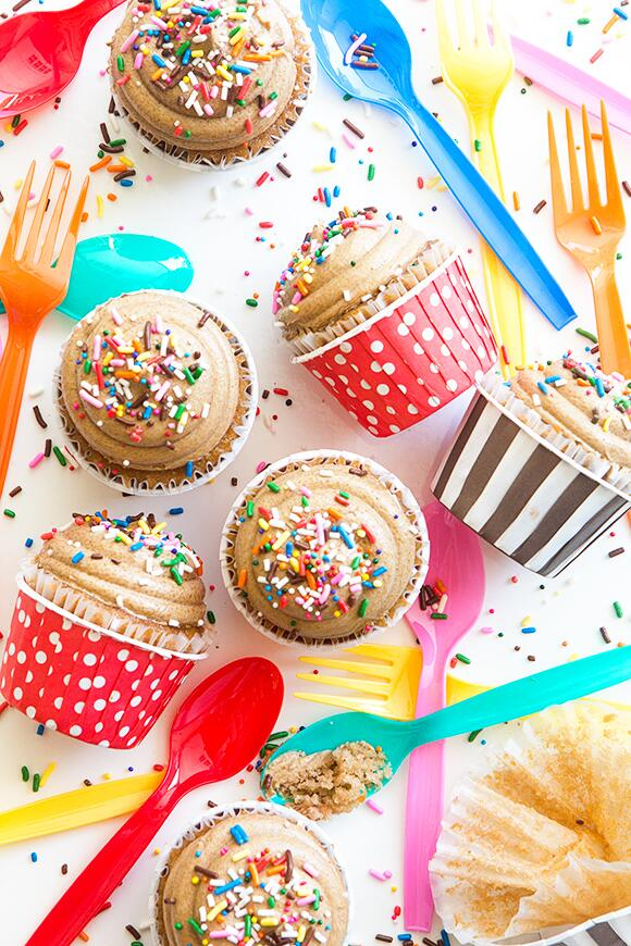 Dulce De Leche Cupcakes with a heavy hit of colorful cheer. (recipe from @bhg) http://t.co/lOMxeBg58a http://t.co/vQrLQGDTwk