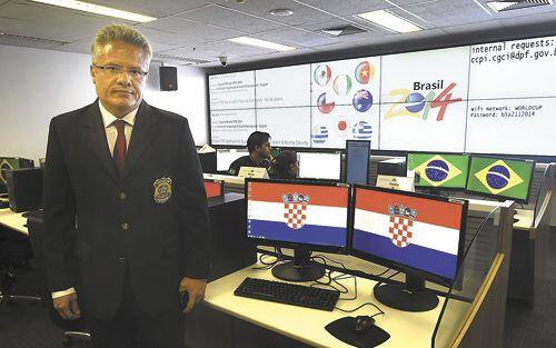 Wanna know the password for Brasil World Cup security centre WiFi? It's on the whiteboard http://t.co/6rnwA4LLyP um ouch