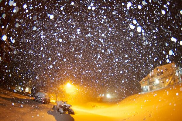 It's Dumping #Snow at #FallsCreek @bordermail -5C snow down to 600m! #LoveIt #perfecttiming http://t.co/U6OAtQklFR