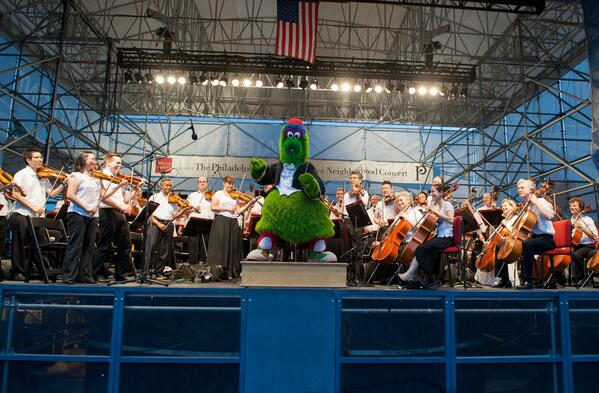 The Philadelphia Orchestra returns on July 1st with another FREE concert + fireworks. http://t.co/DpeeKJuBb8 http://t.co/U2i4wOZA27