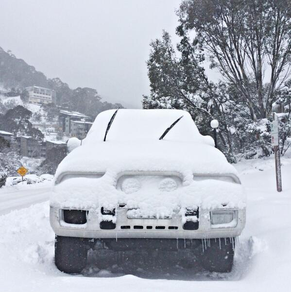 We're gonna be here a while. Check out the icicles #Thredbo #blizzard http://t.co/grKRsOS0Gj