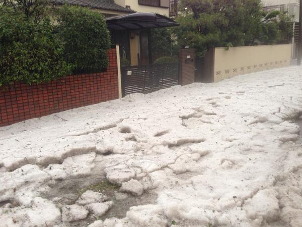 なんとか、少し水もひきはじめました。道は氷河と化してしまいました。 pic.twitter.com/DBl5hRrKVT