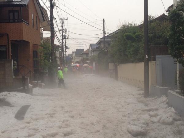 100mm位雹の海です。 pic.twitter.com/Epmi8Fb5Oi