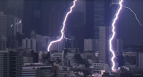 雷撃を受ける建物(本日東京にて)。 pic.twitter.com/WOGJYHmlpu