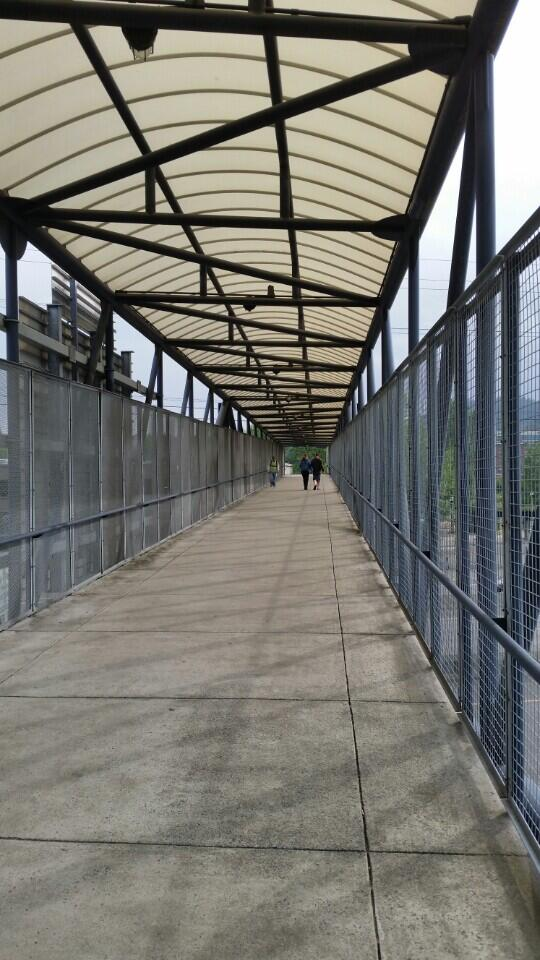 Heading in to #osbridge (at @TriMet Sunset Transit Center) https://t.co/HkvzwzqVdW http://t.co/hDanZrSFAe