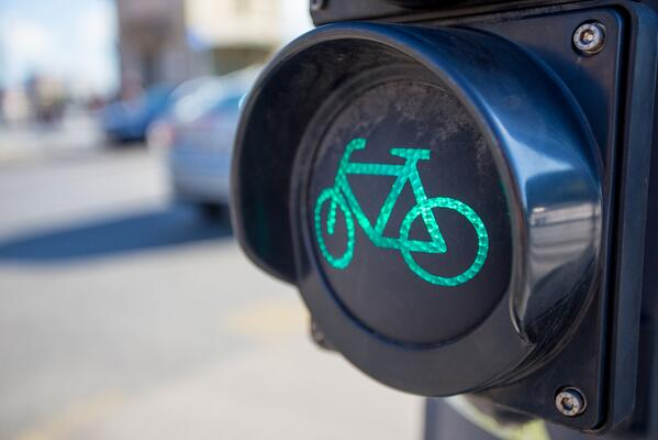 #Cambridge bolsters cycle safety with new bike traffic light http://t.co/AVhRGhAIAV http://t.co/DnZvdVPfCO ht @BostInno