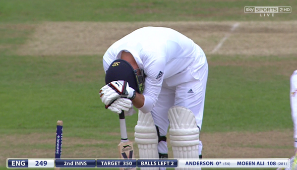 HEARTBREAK! Anderson can't believe it. Two balls to go. Utter despair for the no.11, who had defended brilliantly. http://t.co/w2BHctAW5K