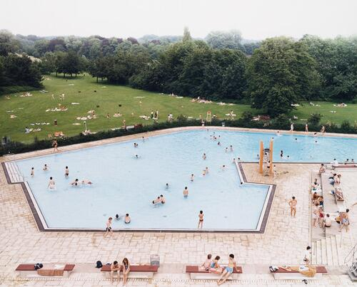 PHOTO FAV: Andreas Gursky, Ratingen Swimming Pool #summer http://t.co/w7KO7A0NcU