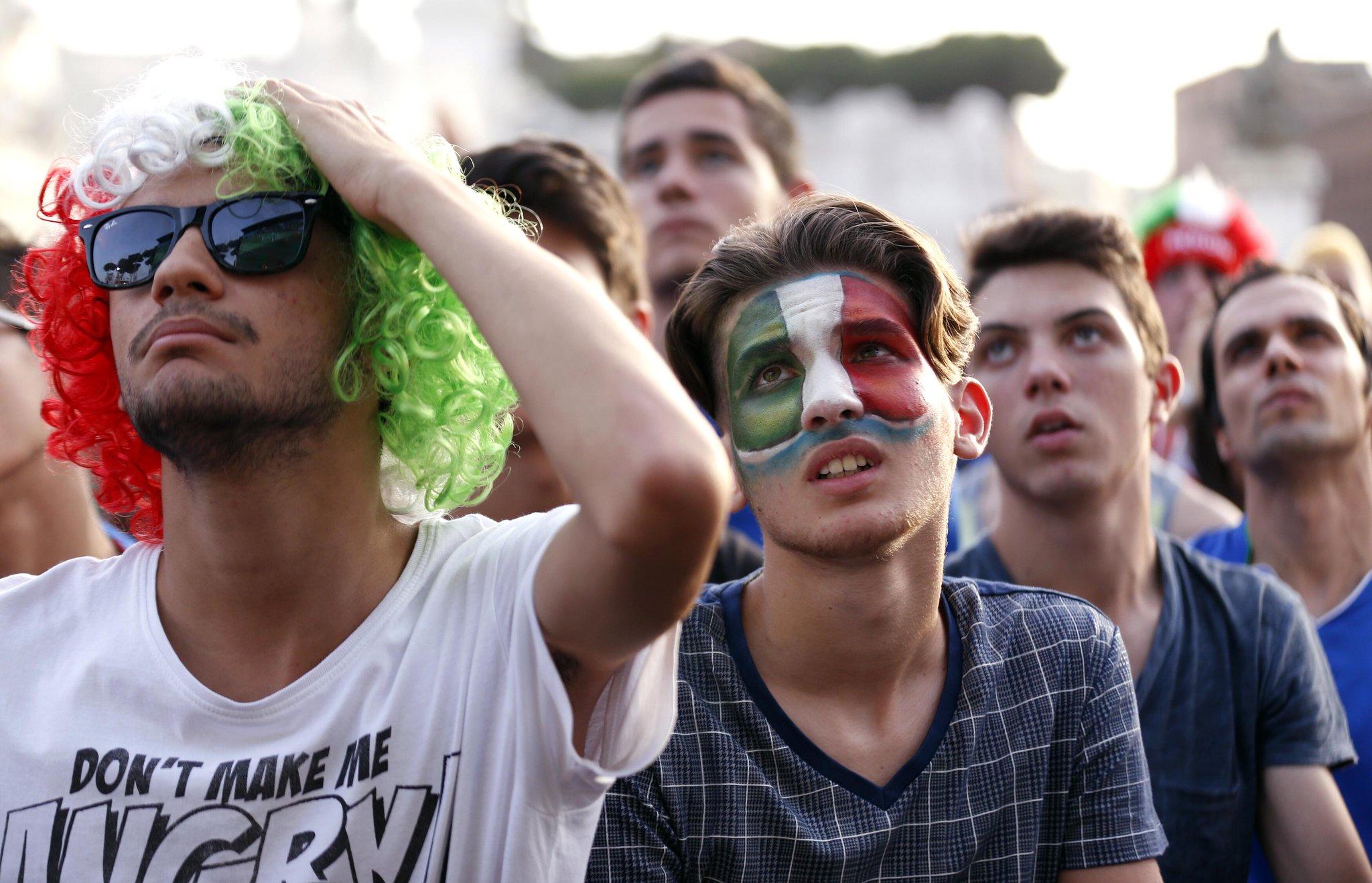 фото итальянские болельщики по футболу плачут детализация могут разниться