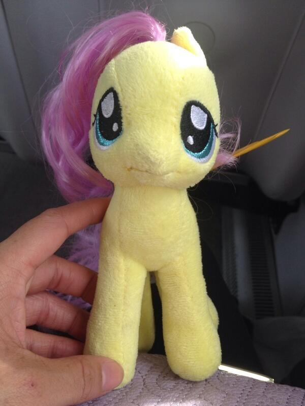 A little girl lost her @MyLittlePony #Fluttershy at @MilestonesCa in @yvrairport. Reunite them? Help, @AndreaLibman! http://t.co/R1He9wkqs3