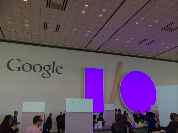 Google I/O 開催まで 9 時間を切りました。日本時間では深夜 1 時から。キーノートは http://t.co/EAgWgtcLm0 でライブストリームが配信されます。お楽しみに! #io14jp http://t.co/huwG1lKa7w