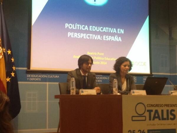 @vicente_alcaniz de @educaINEE presenta a Beatriz Pont, analista senior de la OCDE #TALIS http://t.co/CEv8MeimNN