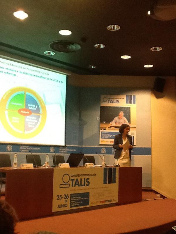 """Conferencia de Beatriz Pont en #talis. Política edu en perspectiva: España. """"No se puede tener calidad sin equidad"""" http://t.co/sGvgNBNzXJ"""