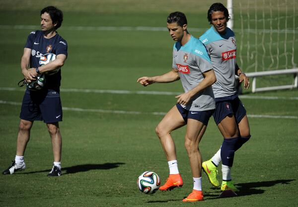 Portugals Cristiano Ronaldo took part in full training today; No problem with knee [Pics & Video]