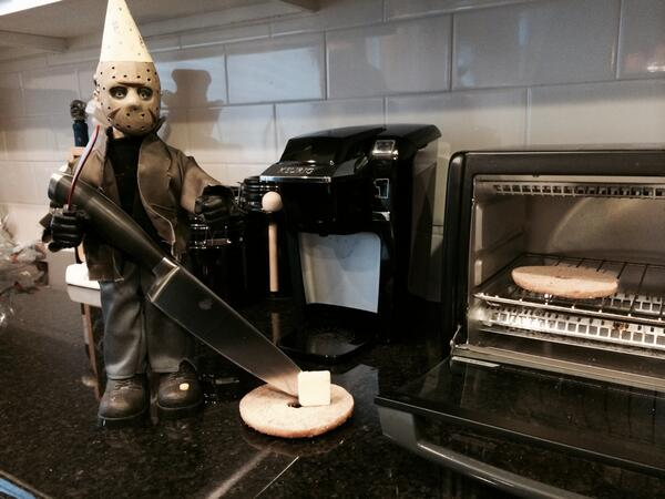 Jason, don't you think that knife is a tad overkill for buttering a bagel? @JasonLVoorhees #fridaythe13th http://t.co/FBYusQoYcJ