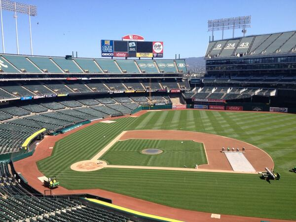 Here we go, biggest weekend of the year. Jeter's last game in Oakland. 3 sell outs. 1st place A's! #LetsGoOakland http://t.co/4BtYU1mhj9