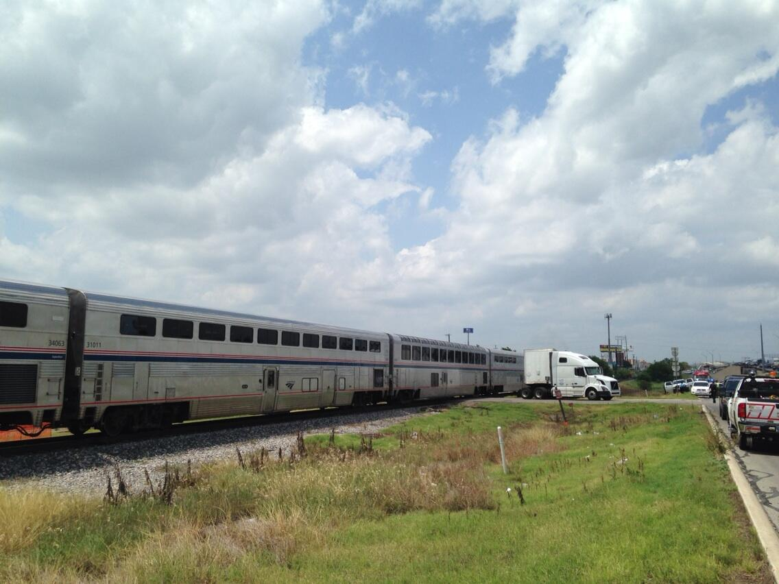 Photo Amtrak Train Hits 18 Wheeler In San Antonio Texas