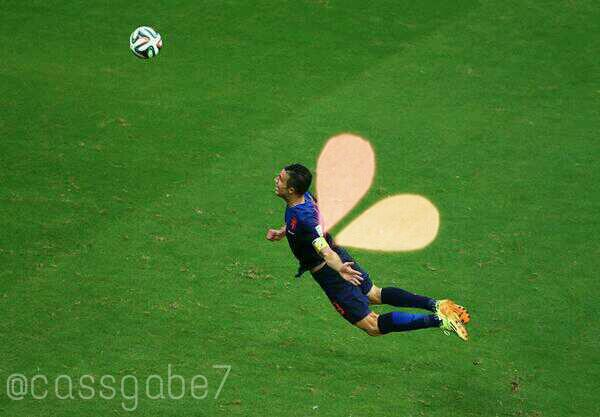 BqCTY9vCYAA2PO4 The flying Dutchman! Best pictures & photo shops of RVP equaliser v Spain