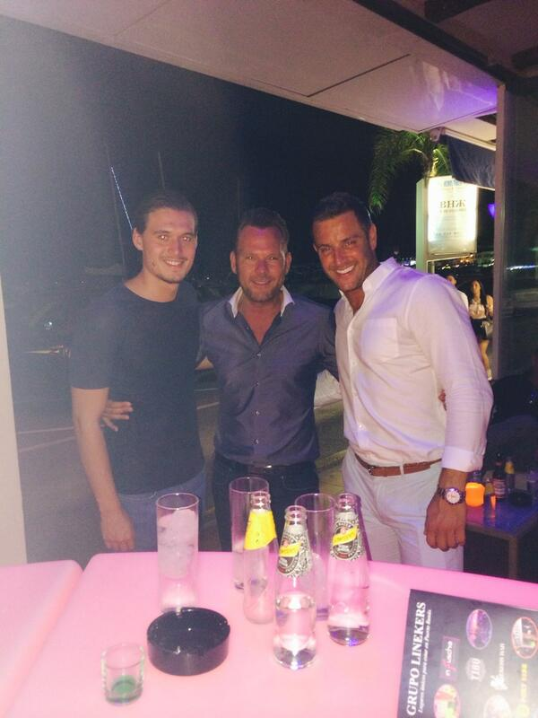 Warming up for the night @charlessims_ @elliottwright_ @MartzioMarbella @TIBUMarbella #Marbella2014 http://t.co/vPaLTTNP1P