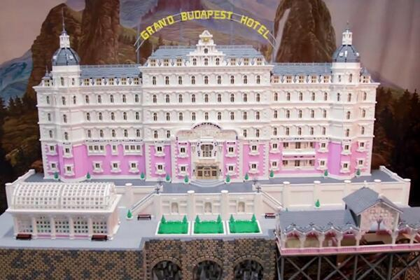 A team of nine LEGO builders have recreated The Grand Budapest Hotel http://t.co/C1Mn7NQvuC http://t.co/CoiXHiVpaj