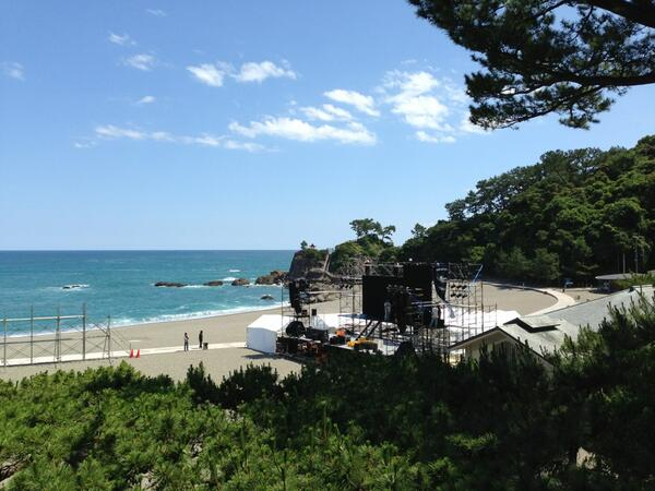 桂浜パブリックビューイング、巨大モニター設置完了! #桂浜円陣 http://t.co/ONAAzrqbeq