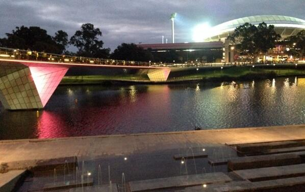The bridge looks fantastic with the lights switched on! :) #Adelaide http://t.co/bPEUPODlRP