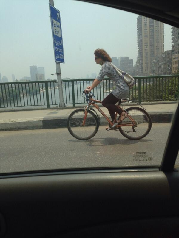 A Woman riding  a Bicycle on 6 Oct Bridge! A day after Sisi goes on a bicycle marathon! Talk about leadership :) http://t.co/z73jB50aGi