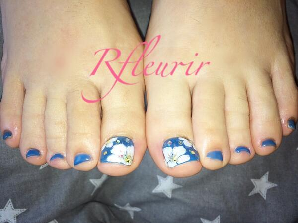 (神戸ネイルサロン)Rfleurir on Twitter \u0026quot;お客様ペディキュア♡ 海の青、白い花、キラキラプリズム✨ 気分は南国🌴 いつも本当に有難うございます😊