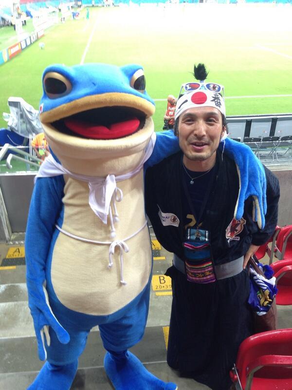 W杯スタジアムなう。  日本じゃスタジアムに入れない愛媛のカエルがいたー‼︎‼︎  #daihyo #ehimefc ehi http://t.co/hXgdeKZZuJ