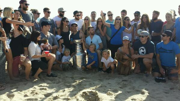 The real team....#stanleycupchampions #LAKings on the beach. @HockeyHallFame @NHL http://t.co/MkhP8gD6Sa