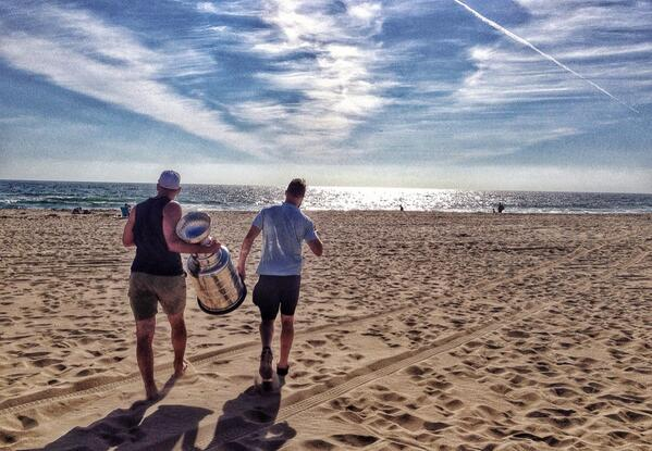 What do you do when your the #StanleyCup champion @LAKings take the Cup to the beach of course! http://t.co/H7uJ6VTLVr