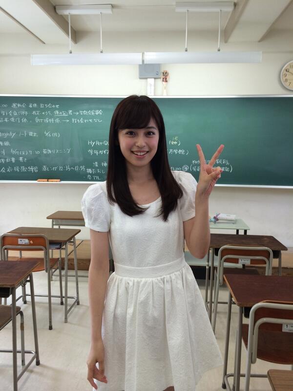 懐かしの教室でピース! http://t.co/0ip6k3UkMo