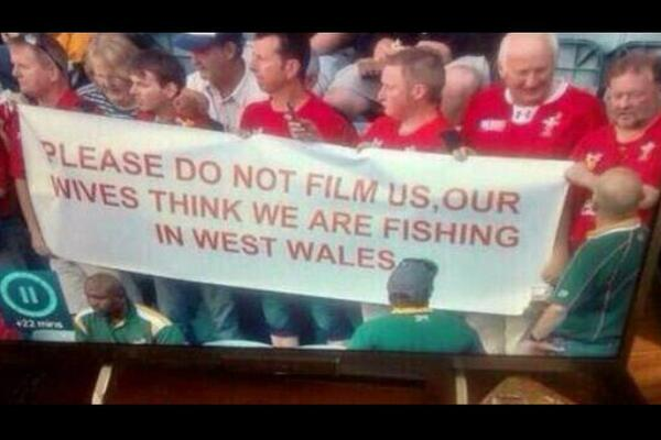 If you've not seen it yet, cracking banner from yesterday's rugby. http://t.co/I3FlHGbBf3