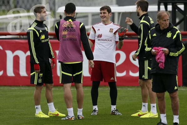 Iker Casillas , su novio BqMjHyBIMAEPXp_