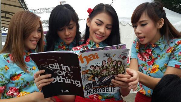 wahh @cherrybelleindo lagi baca2 Majalah @HaiMagazine edisi minggu ini, Yuk Beli Majalah Hai, Jangan sampai kehabisan http://t.co/GCLxIwLo0v