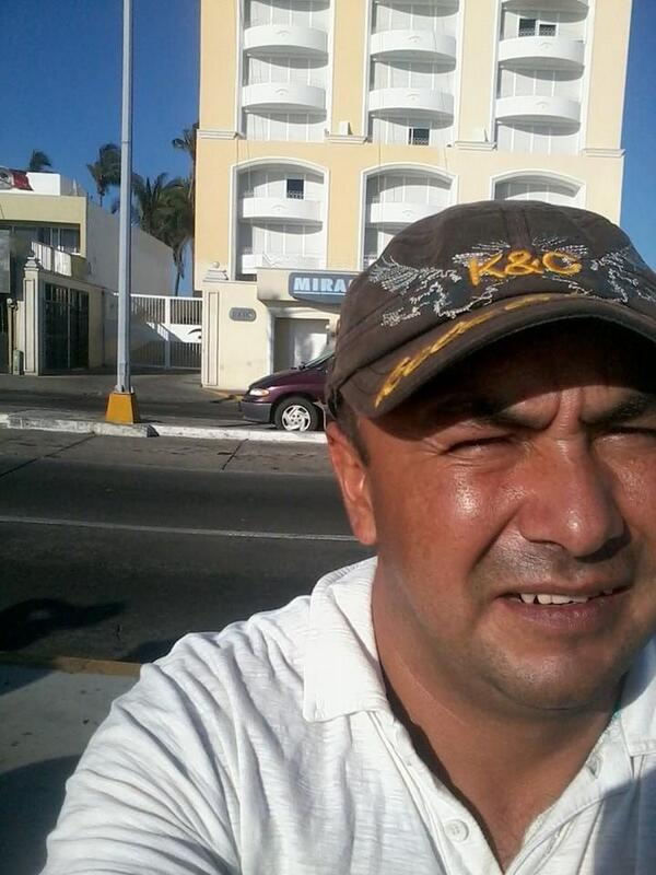 en el famoso edificio de la avenida del mar en mazatlan http://t.co/9ZVStbUOHy