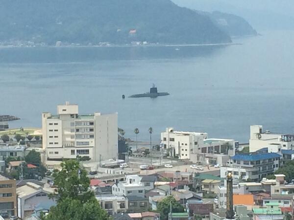 伊東の港に潜水艦が浮かんでた http://t.co/AVfAfKd0UH