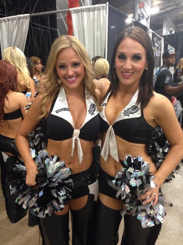 Las ahora campeonas porristas de los Spurs #nbaESPN http://t.co/RjdZshEERz