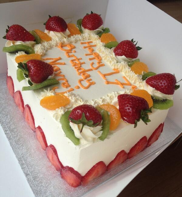 Sponge Cake With Fruit Topping