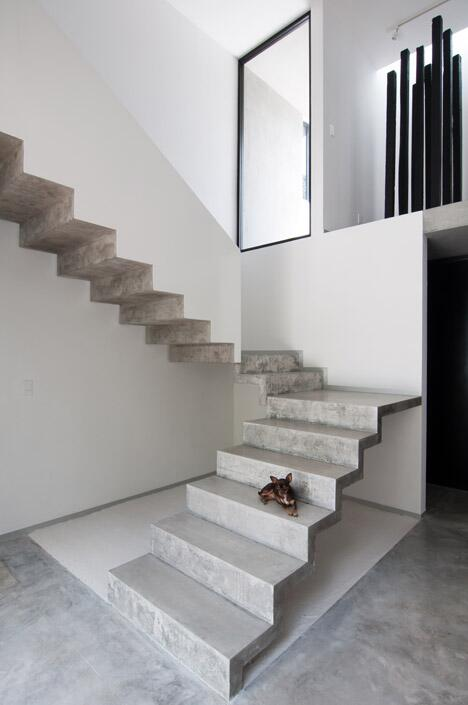 You don't wanna be old here  @Dezeen Concrete staircase designed without a balustrade: http://t.co/pK4Ai7Xkvg http://t.co/11uulFZis4