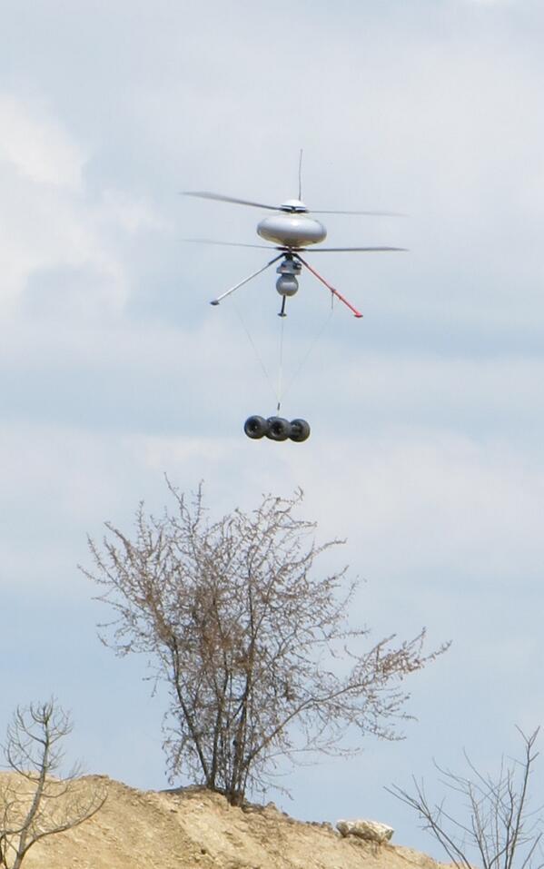 コブラMk2(Cobra Mk2)。フランスに拠点を置くECA Roboticsによって発表されたUGV(無人地上車両)の一つ。偵察などに対応してIT180なるドローンを使って空輸できるとのこと。最高速度は5km/h。
