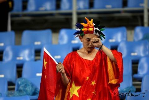 berita bola - Kalah Tiga Puluh Juta, Pria Di China Terbang Bebas!