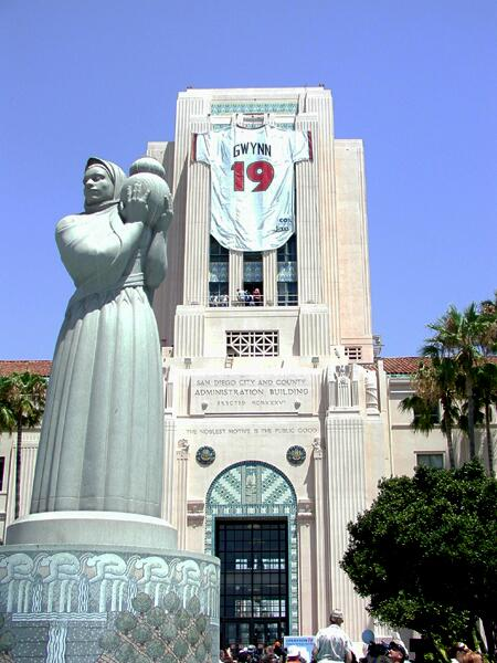 With all San Diego, we mourn loss of Padre great Tony Gwynn. Jersey on County bldg. for '07 Hall of Fame induction: http://t.co/KlWTziEfBL