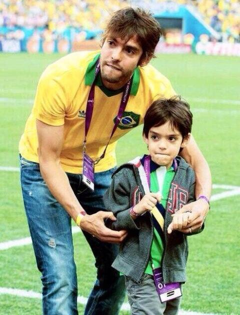 Kaka had sex with himself and gave birth to himself. It's the only logical explanation. http://t.co/Ucrp4iumg2