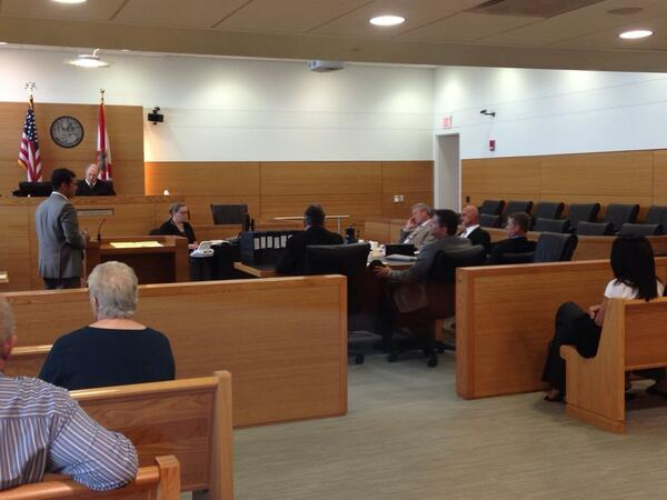 Defendant side of the courtroom, as Kane's attorney gives opening statement. http://t.co/3S6BuGMF2T