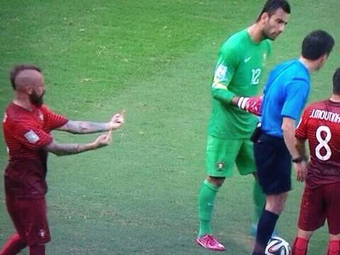 Hothead! Portugals Raul Meireles sticks middle fingers up at ref after Pepe red card [Picture]