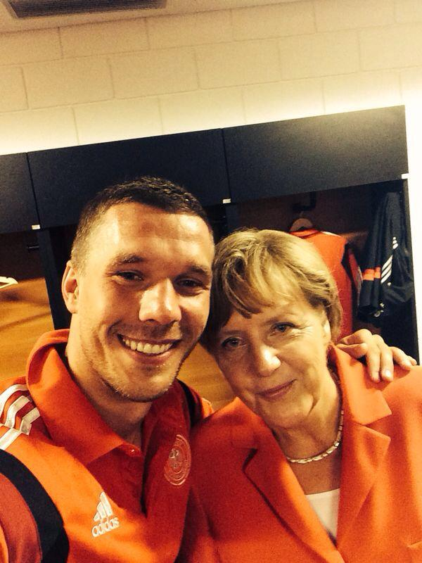 #Kanzlerselfie! Sehr stark @Podolski10 ! #WM2014 #GERPOR http://t.co/2CQqY8J6mV